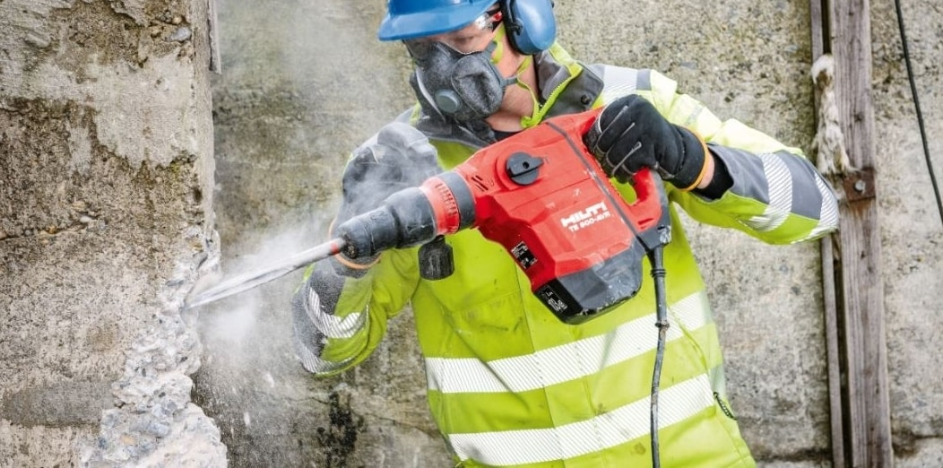 Enlargening openings in concrete walls with the TE 500-AVR