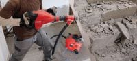 TE 700-AVR SDS Max breaker hammer Powerful SDS Max (TE-Y) demolition hammer for heavy-duty chiselling in concrete and masonry, with Active Vibration Reduction (AVR) Applications 2