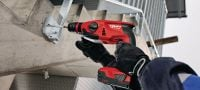 TE 2-A22 Cordless rotary hammer Compact, lightweight 22V cordless rotary hammer with superior handling characteristics Applications 3